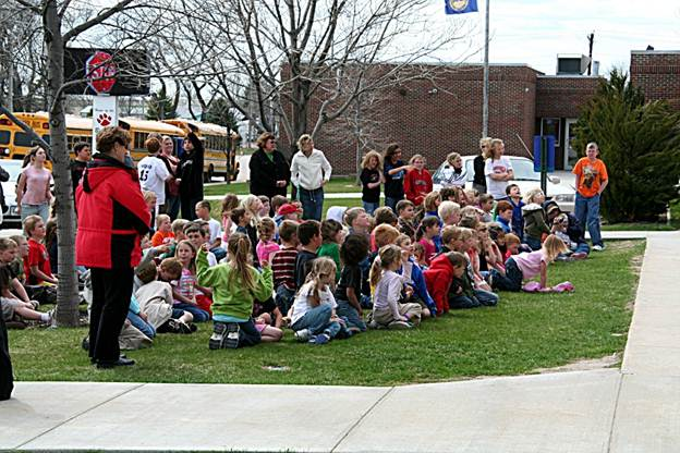 Description: F:\Volleyball Pix\Kindergarten Egg Drop 2009\Egg Drop 6.jpg